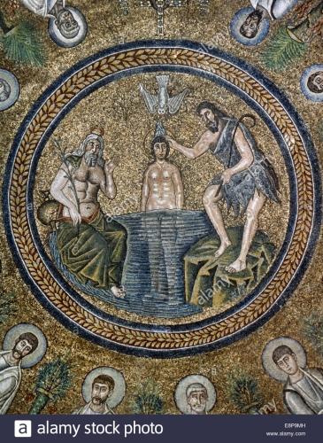 litalie-ravenne-baptistere-des-ariens-mosaique-de-plafond-bapteme-de-jesus-par-saint-jean-baptiste-6eme-siecle-e8p9mh.jpg